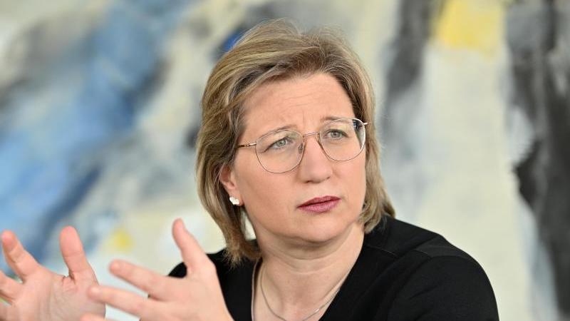 Anke Rehlinger (SPD), Wirtschaftsministerin im Saarland. Foto: Harald Tittel/dpa/Archivbild