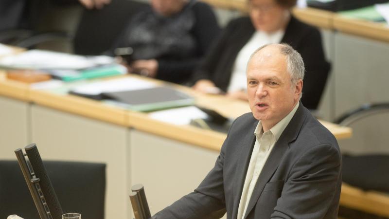 Thomas Lippmann (Die Linke) spricht im Plenarsaal des Landtages zu den Abgeordneten. Foto: Klaus-Dietmar Gabbert/dpa-Zentralbild/ZB