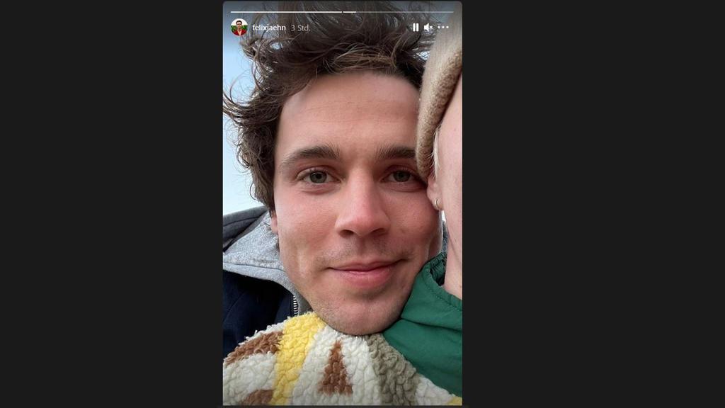 Hier kuschelt sich Felix Jaehn fröhlich an eine unbekannte Person. Ist das etwa sein/e Neue/r? (Bildquelle: Instagram.com/felixjaehn).