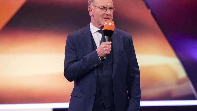"""Bayern Münchens Vorstandschef Karl-Heinz Rummenigge spricht bei der Ehrung der """"Sportler des Jahres 2020"""". Foto: Tom Weller/dpa-Pool/dpa/Archivbild"""
