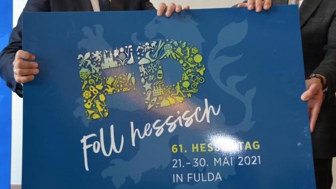 Oberbürgermeister Heiko Wingenfeld (l) und der Chef der Hessischen Staatskanzlei, Axel Wintermeyer.