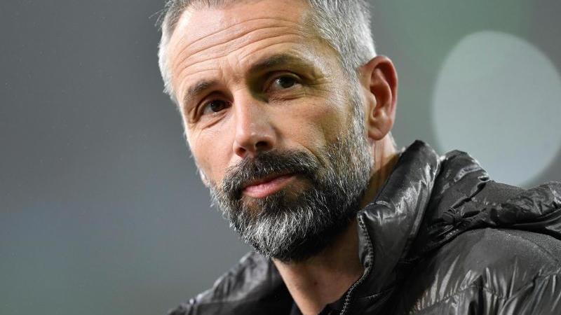 Mönchengladbachs Trainer Marco Rose vor dem Spiel beim Interview. Foto: Marius Becker/dpa