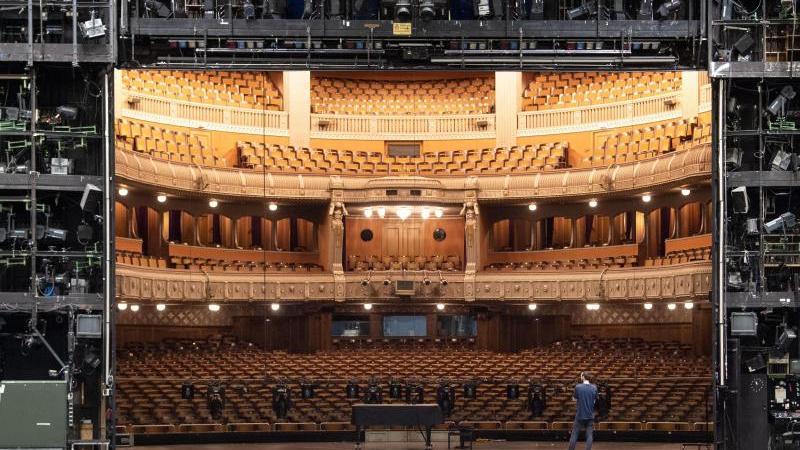 Blick in das Opernhaus der Staatstheater Stuttgart. Foto: Marijan Murat/dpa