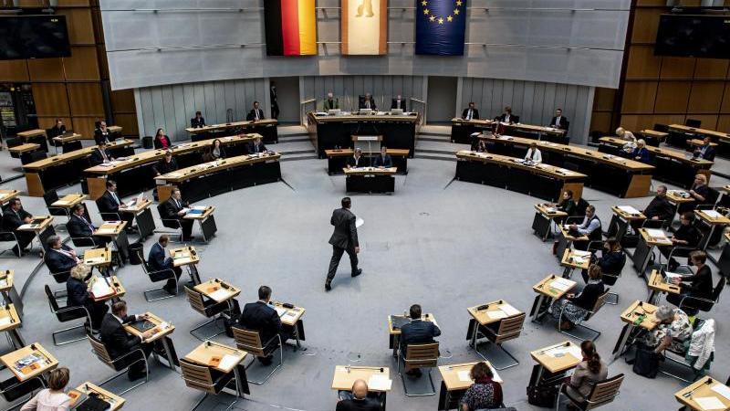 Eine Sondersitzung im Berliner Abgeordnetenhaus. Foto: Fabian Sommer/dpa/Archivbild