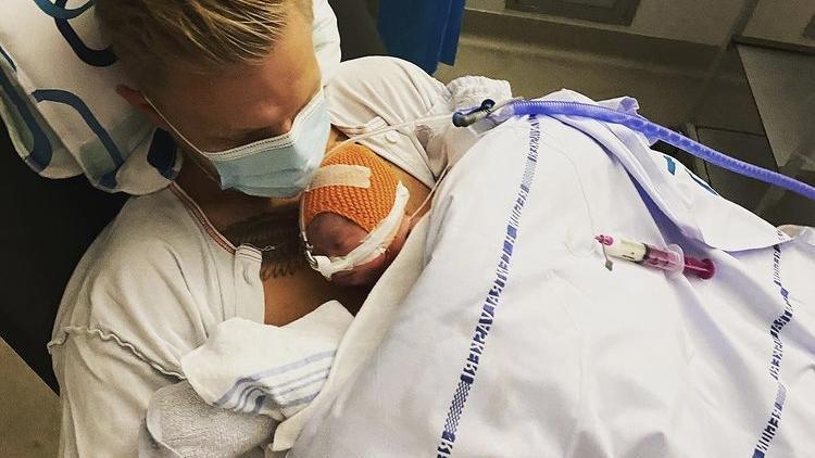 Kevin Magnussen mit seiner Tochter Laura.