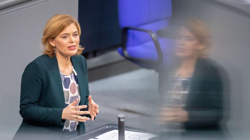 Julia Klöckner (CDU), Bundesministerin für Ernährung und Landwirtschaft, spricht. Foto: David Hutzler/dpa