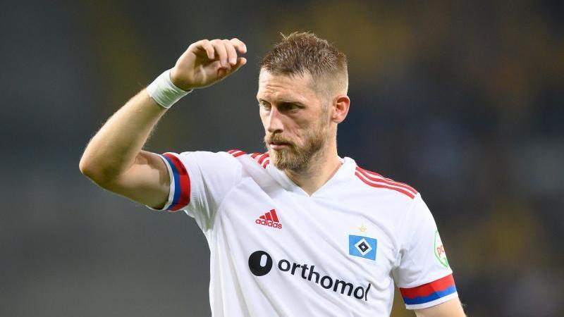 Aaron Hunt geht fest davon aus, dass dem HSV im dritten Anlauf die Rückkehr in die Bundesliga gelingt. Foto: Robert Michael/dpa/Archivbild