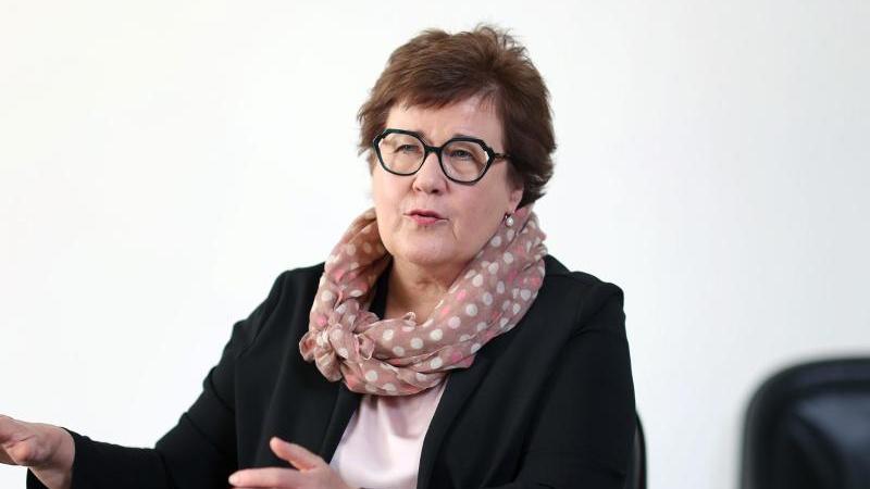 Petra Grimm-Benne (SPD), Ministerin für Arbeit, Soziales und Integration des Landes Sachsen-Anhalt. Foto: Ronny Hartmann/dpa/Archivbild