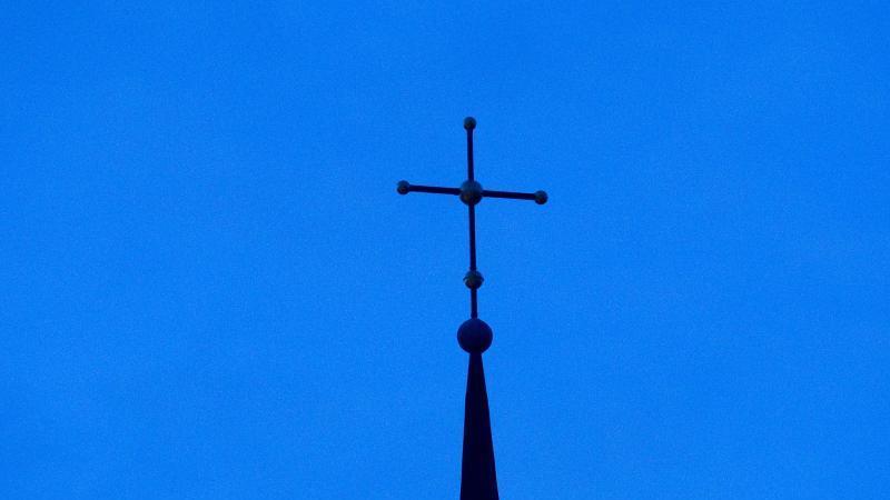 Ein Kirchenkreuz. Foto: picture alliance / dpa