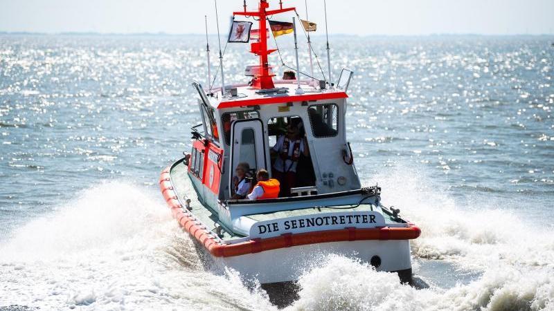 Die Deutsche Gesellschaft zur Rettung Schiffbrüchiger (DGzRS) hat im vergangenen Jahr rund 3500 Menschen geholfen. Foto: Mohssen Assanimoghaddam/dpa/Archivbild