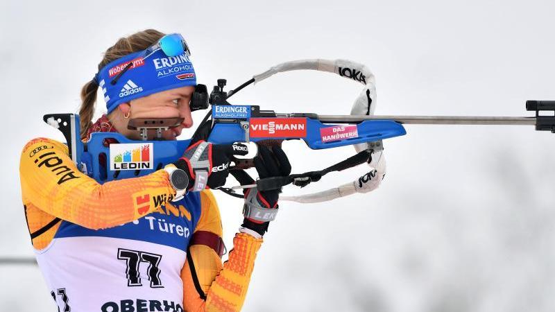 Vanessa Hinz aus Deutschland beim Anschießen. Foto: Martin Schutt/dpa