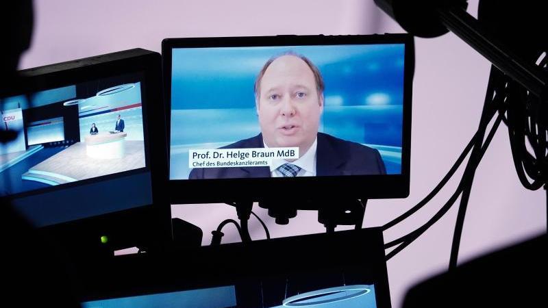 Die Infektionszahlen müssten gesenkt werden, besonders die nächsten drei bis vier Monate würden schwer, sagte Helge Braun auf dem digitalen CDU-Parteitag. Foto: Michael Kappeler/dpa