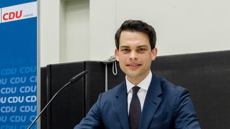Christoph Ploß (CDU), Landesvorsitzender der CDU Hamburg, schaut in die Kamera. Foto: Markus Scholz/dpa