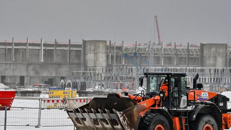 Baugelände der Tesla-Fabrik in Grünheide bei Berlin. Foto: Patrick Pleul/dpa-Zentralbild/dpa