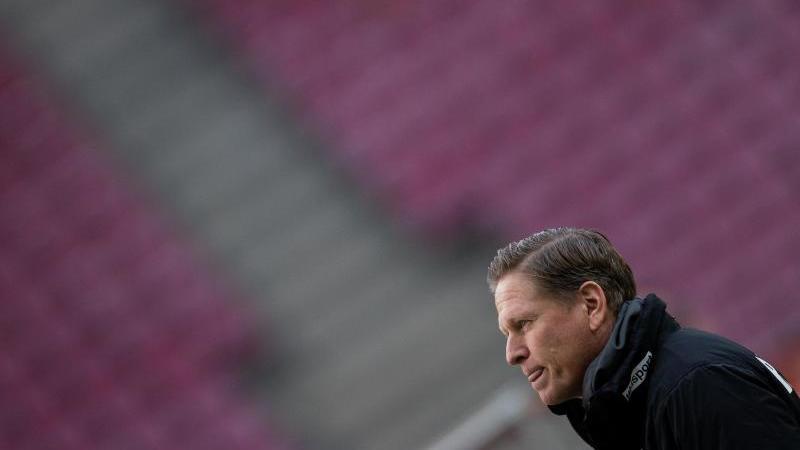 Kölns Trainer Markus Gisdol vor dem Spiel. Foto: Rolf Vennenbernd/dpa