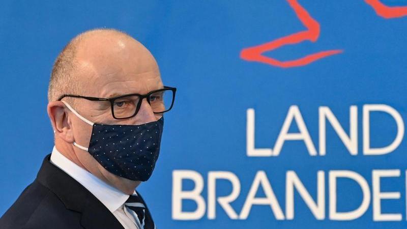 Dietmar Woidke (SPD), Ministerpräsident von Brandenburg, kommt zu einem Pressetermin. Foto: Patrick Pleul/dpa-Zentralbild/dpa