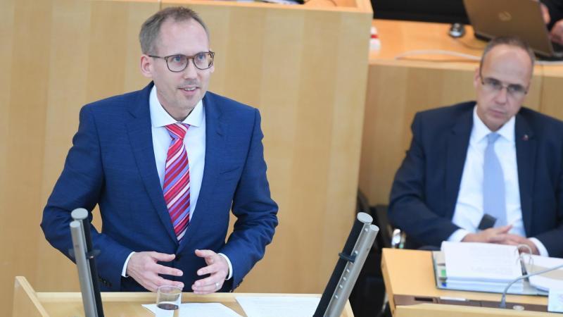 Kai Klose, Sozialminister von Hessen, spricht im Landtag. Foto: Arne Dedert/dpa/Archivbild