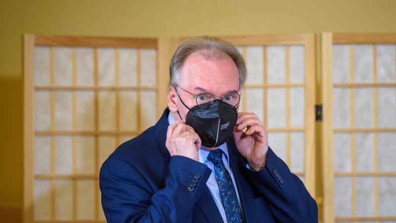 Reiner Haseloff (CDU), Ministerpräsident von Sachsen-Anhalt, kommt zu einer Pressekonferenz. Foto: Klaus-Dietmar Gabbert/dpa-Zentralbild/ZB
