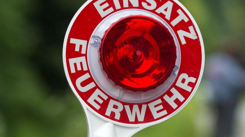 Feuerwehreinsatz. Foto: Armin Weigel/dpa