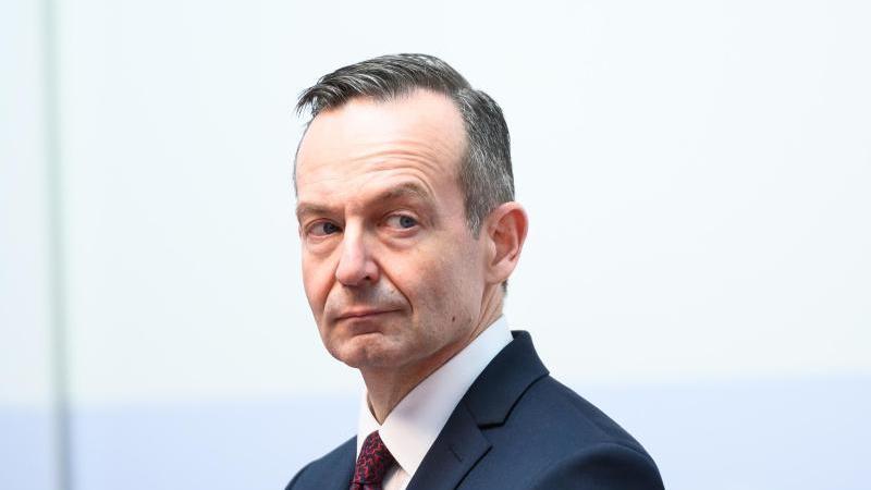 Volker Wissing (FDP), Wirtschaftsminister in Rheinland-Pfalz, vor der Presse. Foto: Andreas Arnold/dpa