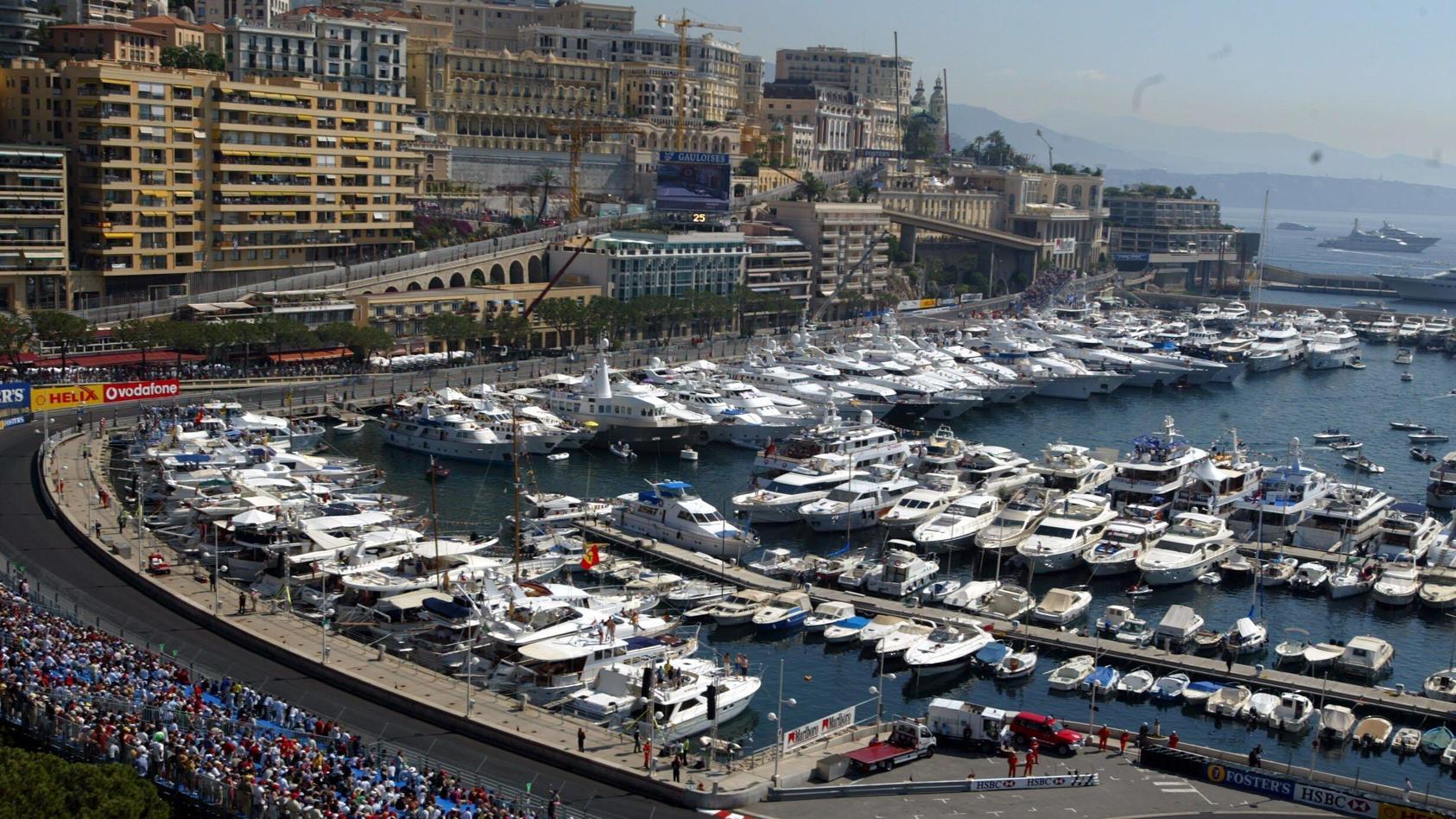 Die Hafen-Szenerie von Monaco.