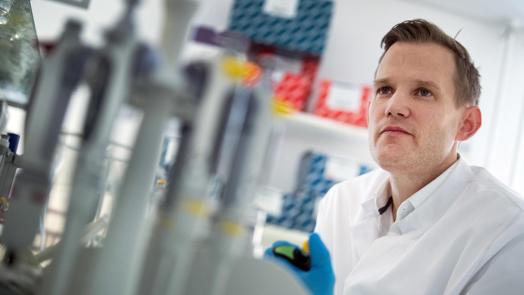 Der Bonner Virologe Hendrik Streeck wagt einen Blick in die Zukunft.