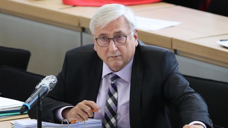 Sachsen-Anhalts Finanzminister Michael Richter (CDU) sitzt im Landtag. Foto: Ronny Hartmann/dpa/Archivbild