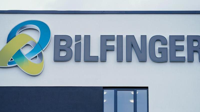Das Logo des Industriedienstleisters Bilfinger. Foto: Uwe Anspach/dpa/Archivbild