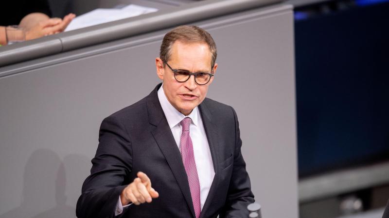 Michael Müller (SPD), Regierender Bürgermeister von Berlin, spricht. Foto: David Hutzler/dpa