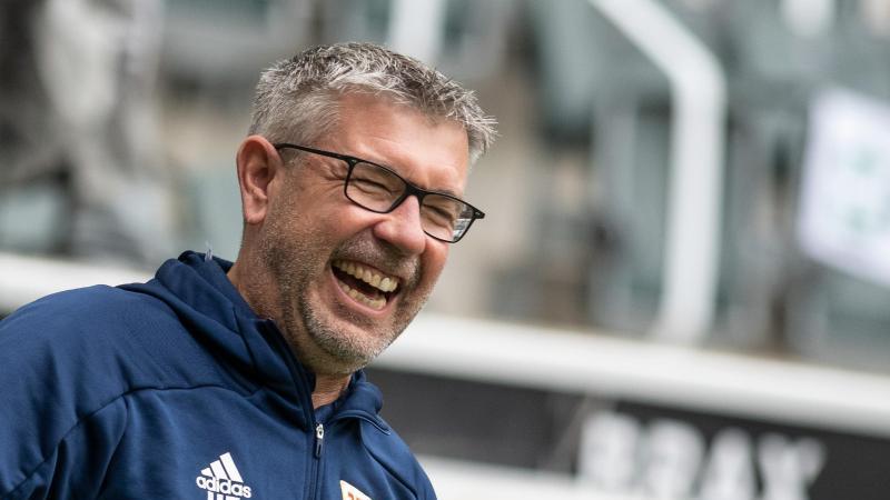 Trainer Urs Fischer von Union lacht. Foto: Bernd Thissen/dpa