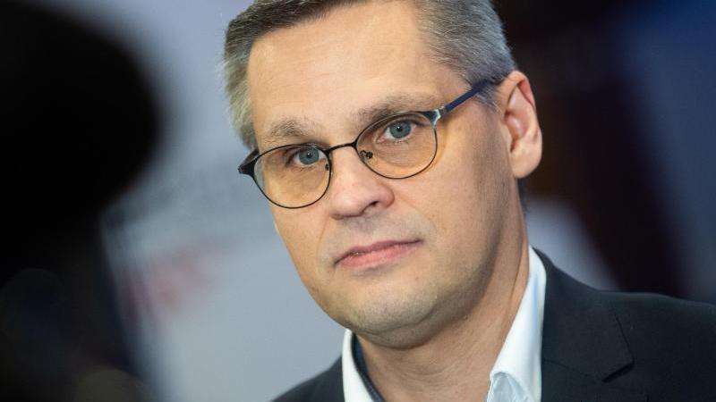 Thorsten Gröger, Verhandlungsführer IG Metall. Foto: Julian Stratenschulte/dpa/Archivbild