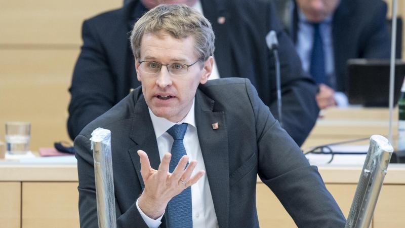 Daniel Günther (CDU), Ministerpräsident von Schleswig-Holstein, spricht imLandtag. Foto: Axel Heimken/dpa