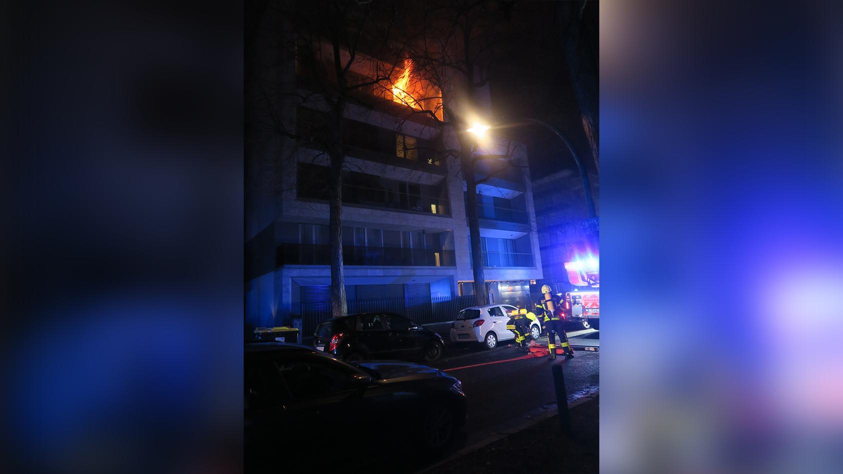 Am Mittwochmorgen wurde die Feuerwehr Frankfurt zu einem Wohnungsvollbrand gerufen.