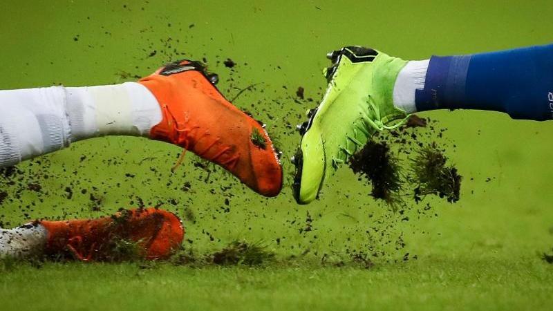 Der Spielbetrieb in den sächsischen Fußball-Ligen wird bis zum 28. Februar weiter ausgesetzt. Foto: Christian Charisius/dpa