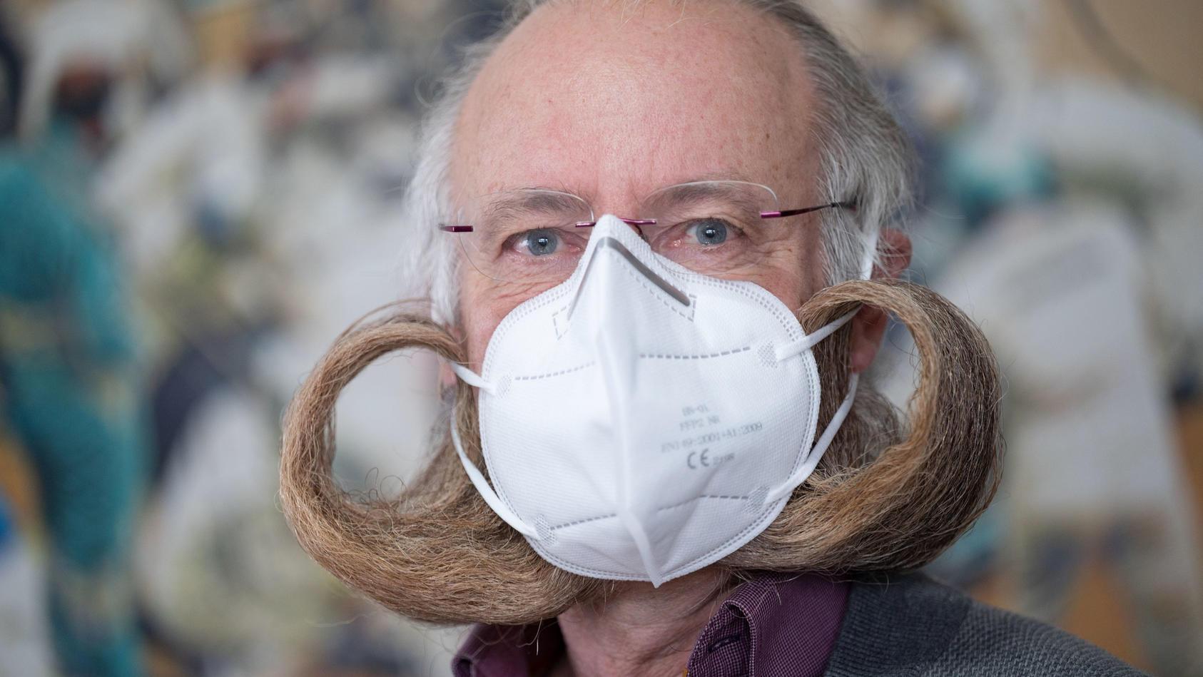 Ist der Bart des Bart-Weltmeisters Jürgen Burkhardt zu viel für die FFP2-Maske?