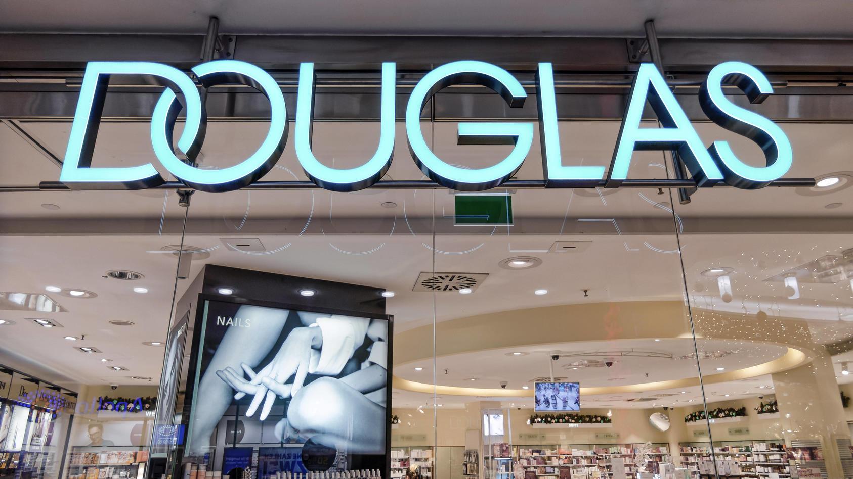 Laut manager magazin soll wohl jede zehnte Douglas-Filiale schließen.