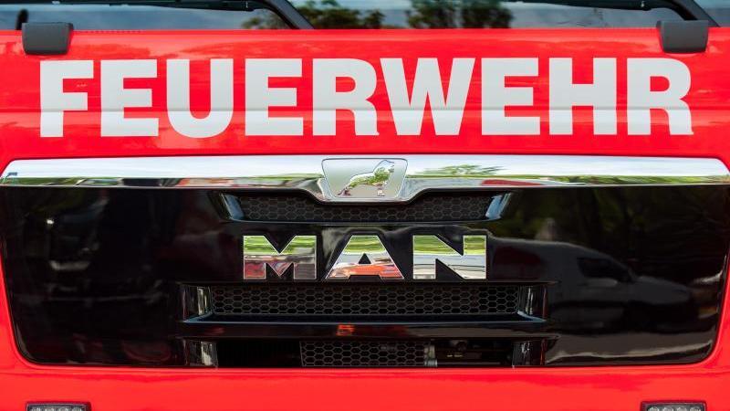 Ein Einsatzfahrzeug der Feuerwehr. Foto: Hauke-Christian Dittrich/dpa/Symbolbild/Archiv
