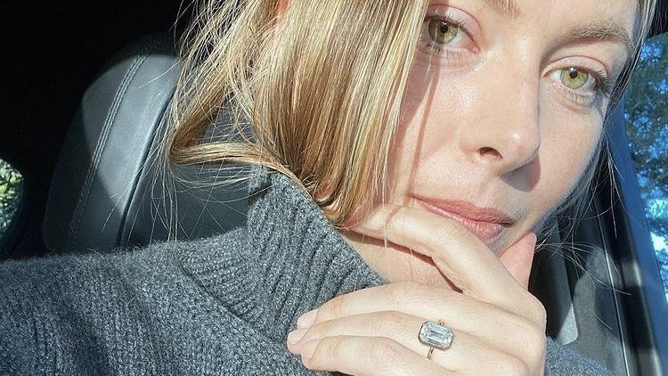 Sharapova zeigt ihren Ring bei Instagram.