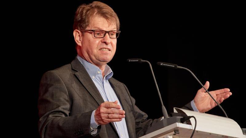 Ralf Stegner (SPD) spricht. Foto: Georg Wendt/dpa/Archivbild