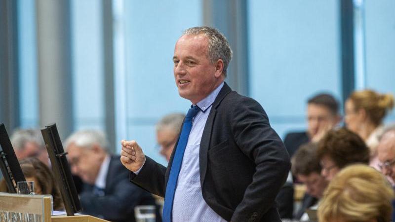 Rüdiger Erben (SPD) spricht. Foto: Klaus-Dietmar Gabbert/dpa-Zentralbild/dpa/Archivbild