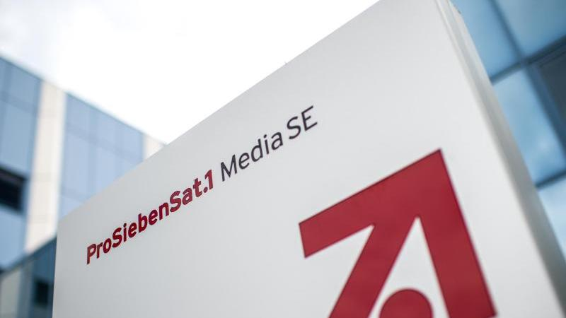 """Das Logo und der Schriftzug der """"ProSiebenSat.1 Media SE"""". Foto: Matthias Balk/dpa/Archivbild"""