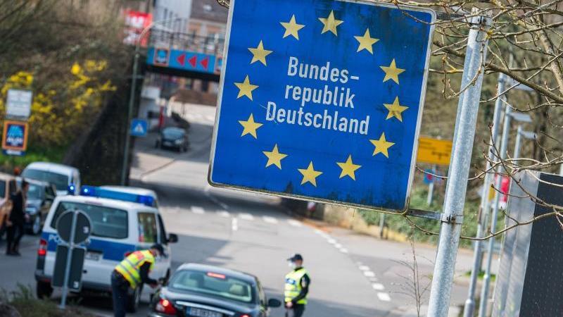 Unnötige Reisen sollen zukünftig stärker eingeschränkt werden, die Grenzen aber weiter geöffnet bleiben. Foto: Oliver Dietze/dpa