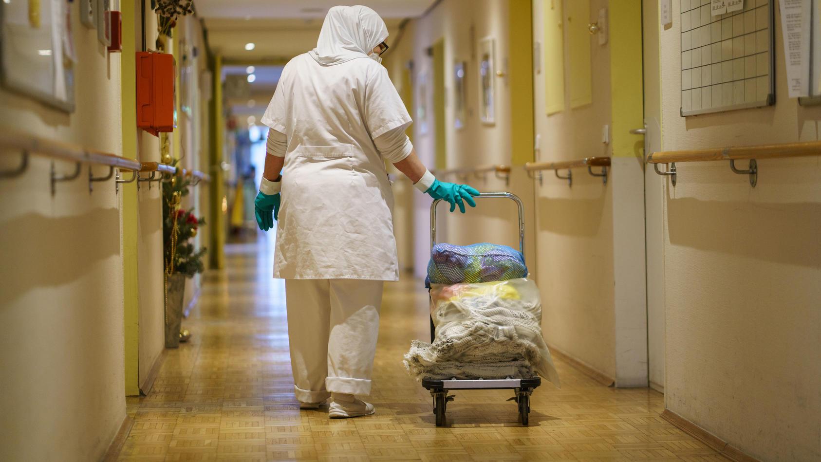 Alten- und Pflegeheime suchen Mitarbeiter.