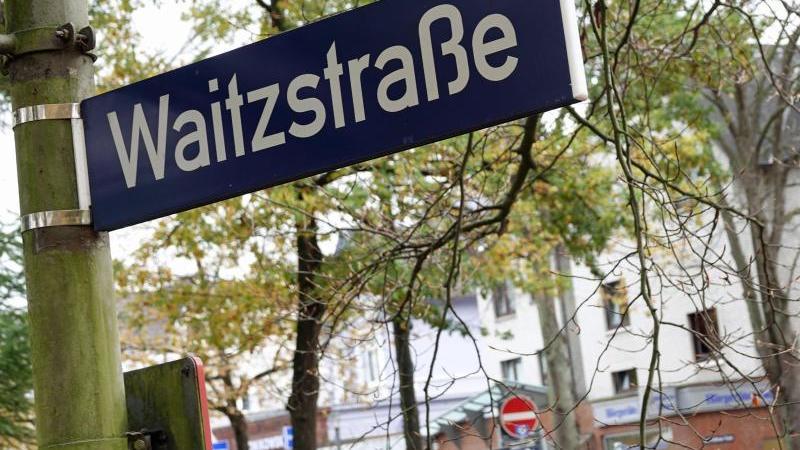 Immer wieder fuhren Autofahrer in der Vergangenheit versehentlich in Schaufenster in der Waitzstraße.