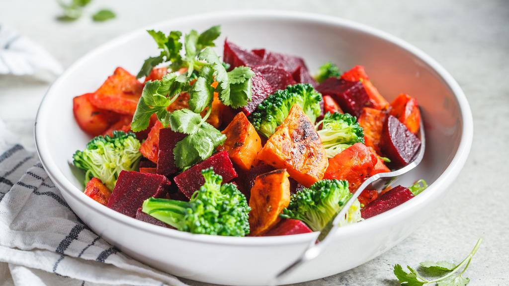 Salat mit Roter Bete und Brokkoli