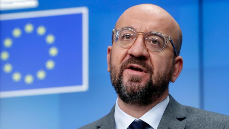 Der Präsident des Europäischen Rates, Charles Michel, hat die Hersteller von Corona-Impfstoffen angesichts von Lieferverzögerungen vor möglichen Konsequenzen gewarnt. Foto: Olivier Hoslet/Pool EPA/AP/dpa
