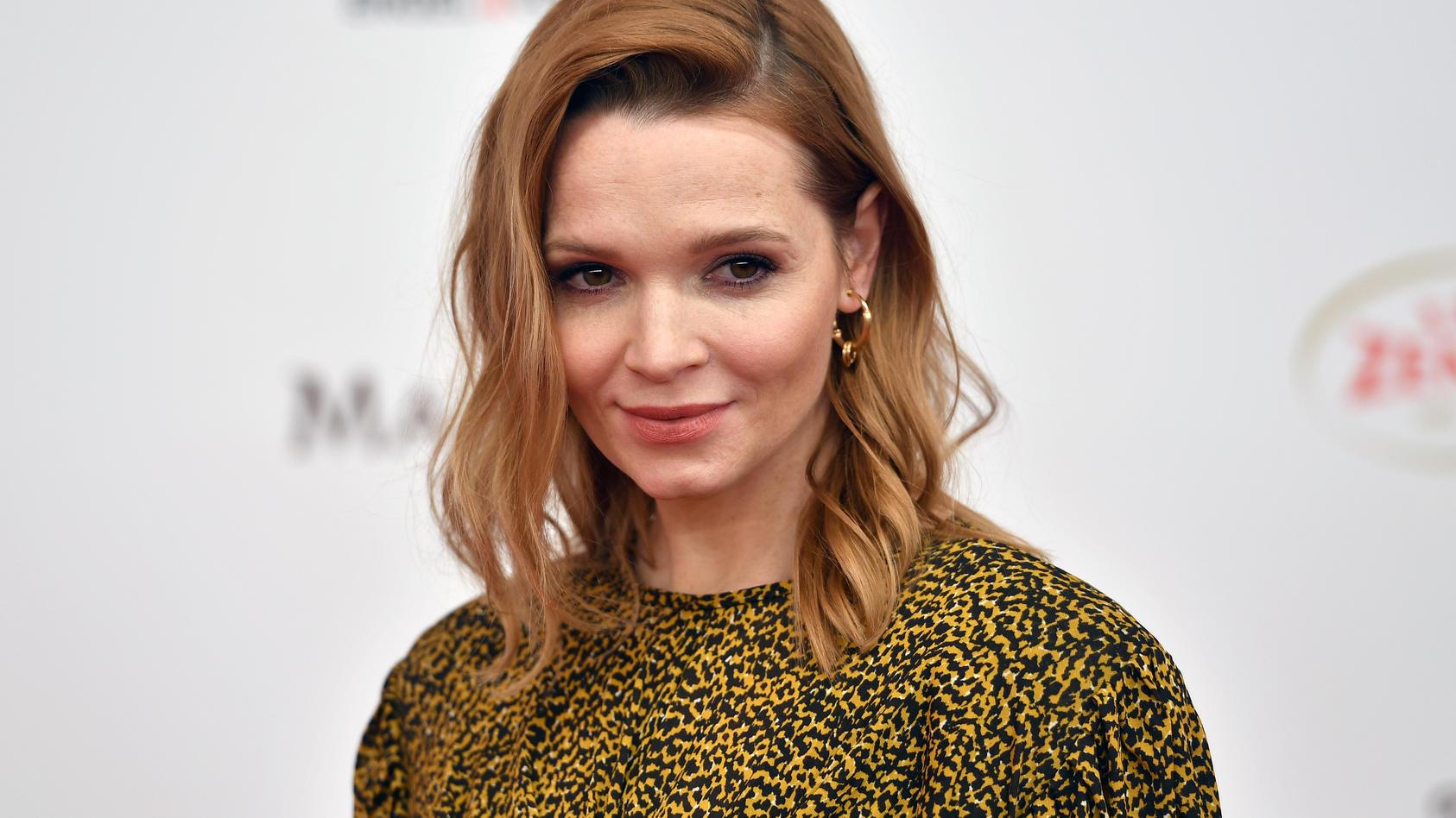 Schauspielerin Karoline Herfurth trauert um ihre Oma.
