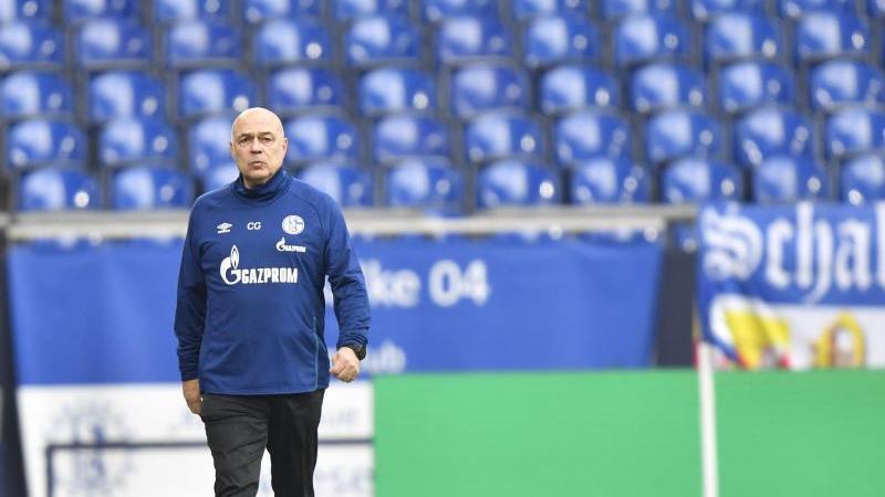Schalkes Trainer Christian Gross vor dem Spiel gegen Bayern München. Foto: Martin Meissner/Pool AP/dpa