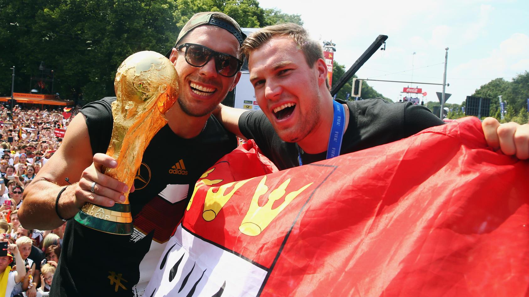 Kevin Großkreutz (re.) mit Lukas Podolski auf der WM-Party 2014 in Berlin