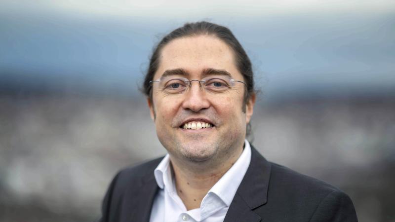 Fernando Fastoso, der an der Hochschule Pforzheim eine Stiftungsprofessur für Brand Management, insbesondere High Class and Luxury Brands, übernommen hat. Foto: Uli Deck/dpa